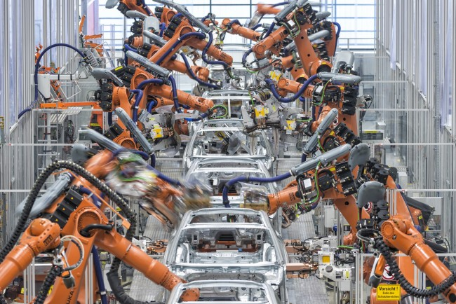 Audi stoesst ein umfassendes Investitionsprogramm an