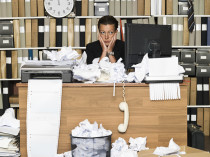 A messy desk reduces productivity