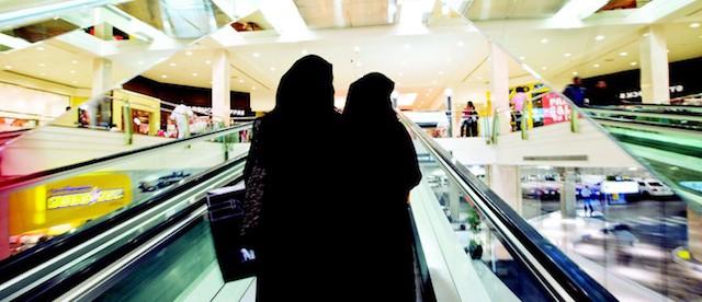 28-32-TRE205-Leading-TRENDS-2-Future of the UAE retail